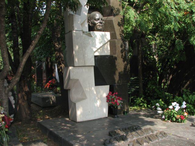 эрнст неизвестный памятник хрущеву фото