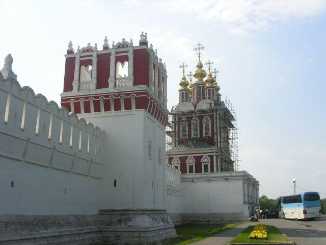схема монастыря и поодаль