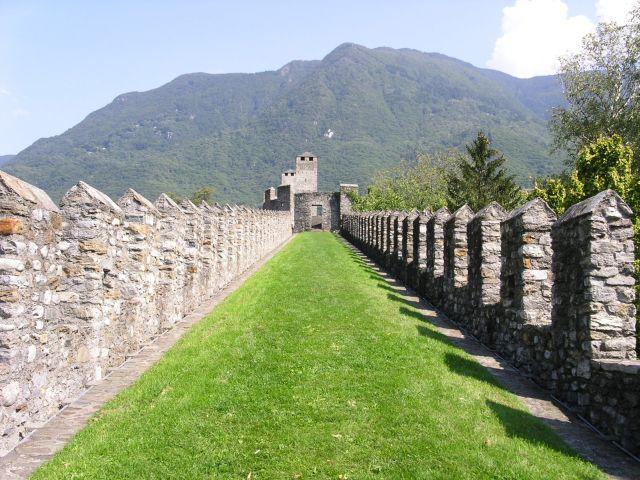 http://www.talusha1.narod.ru/travel/switzerland/pics/bellinzona/3_PICT0719.JPG