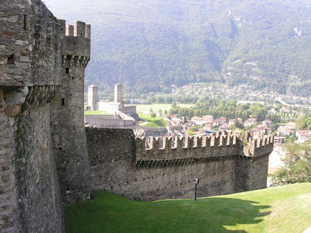 http://www.talusha1.narod.ru/travel/switzerland/pics/bellinzona/3_PICT0737.JPG