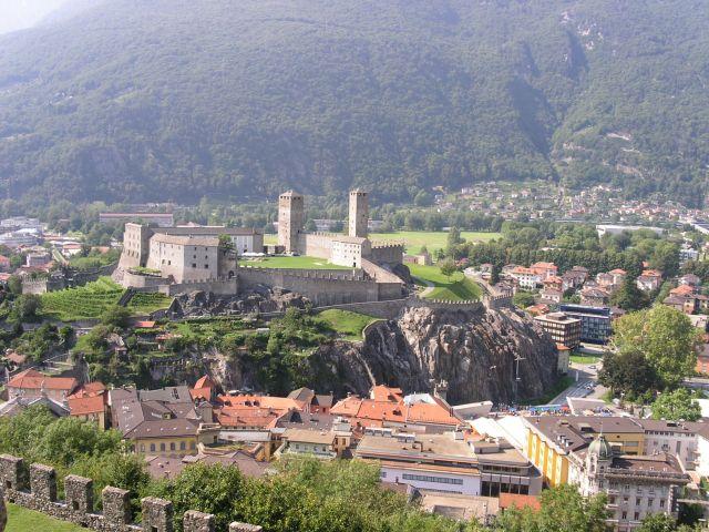 http://www.talusha1.narod.ru/travel/switzerland/pics/bellinzona/3_PICT0742.JPG