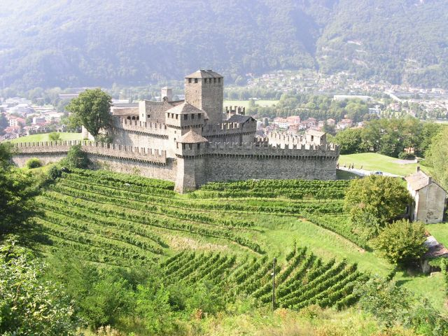 http://www.talusha1.narod.ru/travel/switzerland/pics/bellinzona/3_PICT0747.JPG