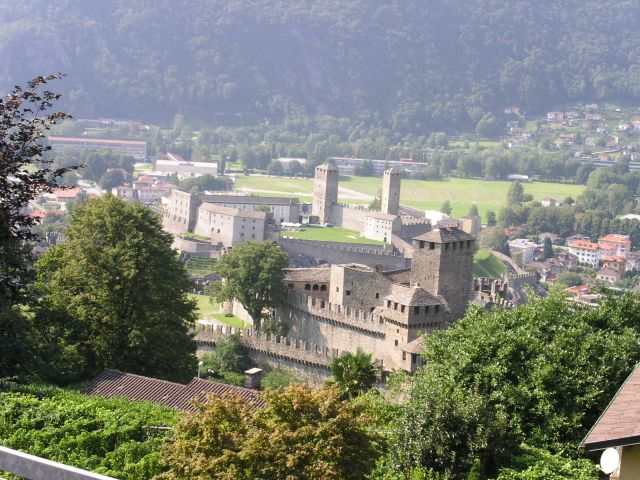 http://www.talusha1.narod.ru/travel/switzerland/pics/bellinzona/3_PICT0748.JPG