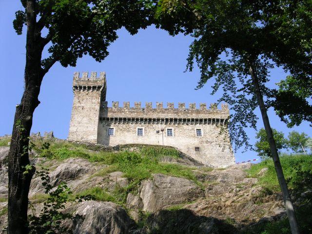 http://www.talusha1.narod.ru/travel/switzerland/pics/bellinzona/3_PICT0761.JPG